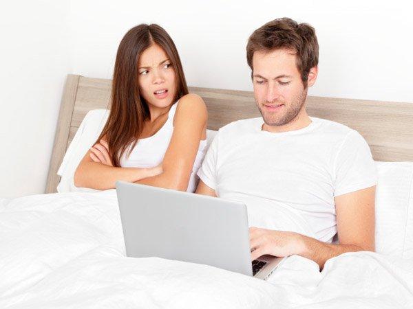 4. Tránh dùng các thiết bị điện tử trước khi ngủ. 1