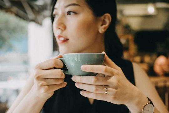 Cafeine là gì? Ngoài tỉnh táo, bạn biết gì về lợi ích của cafein