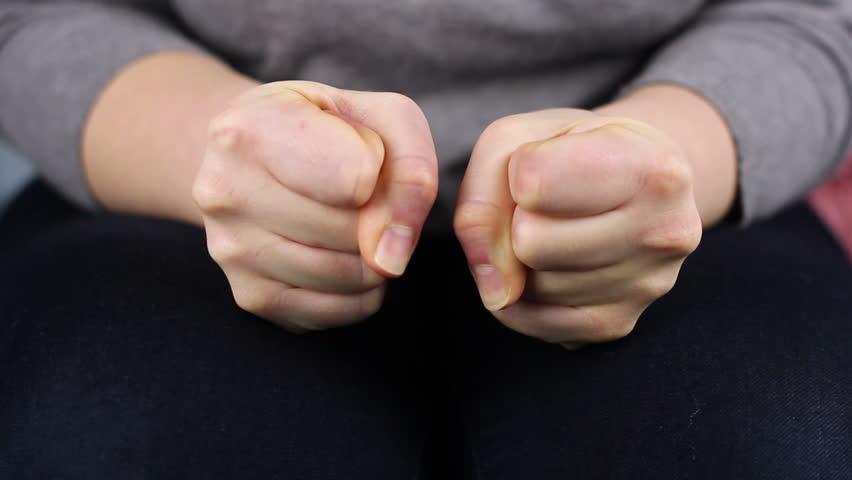 2: Tư thế nắm chặt tay 1
