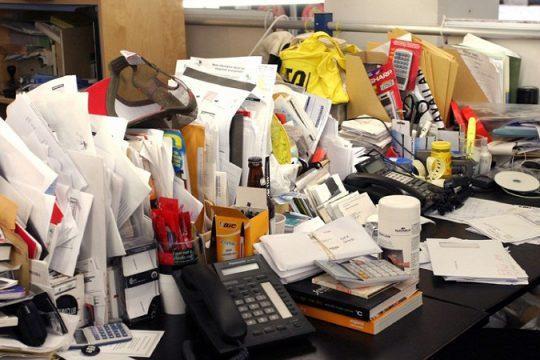 C8WHGT Messy Work Space