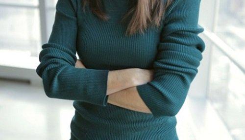 Khoanh tay ở phụ nữ 1
